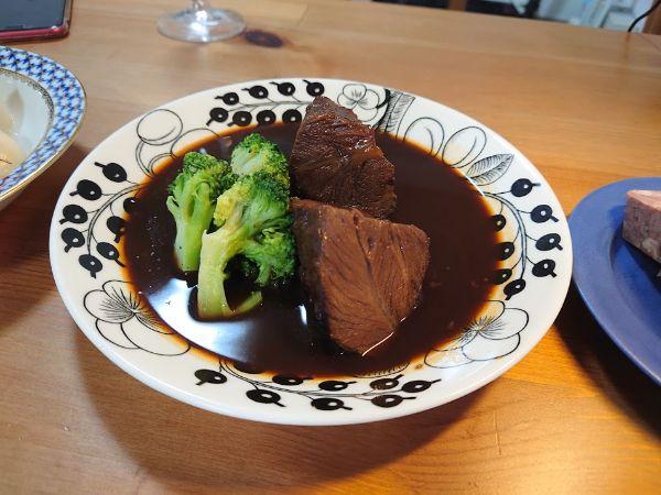 フレンチ「Maruyama」の赤ワイン煮込み